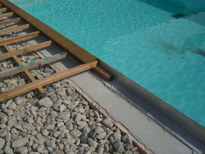 Projektbeispiel: Verlegung einer Poolumrandung mit Terrasse